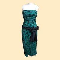 Oscar De La Renta Green / Black Floral Printed Silk Gown..Size 12..Hong Kong..Excellent Condition
