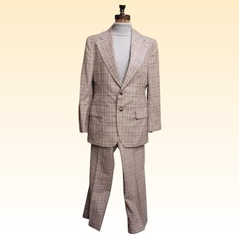 Oleg Cassini...Men's Two Piece Natural Beige Plaid Suit With Signature Oleg Cassini Rayon Lining...Light Weight Wool..Excellent Condition!
