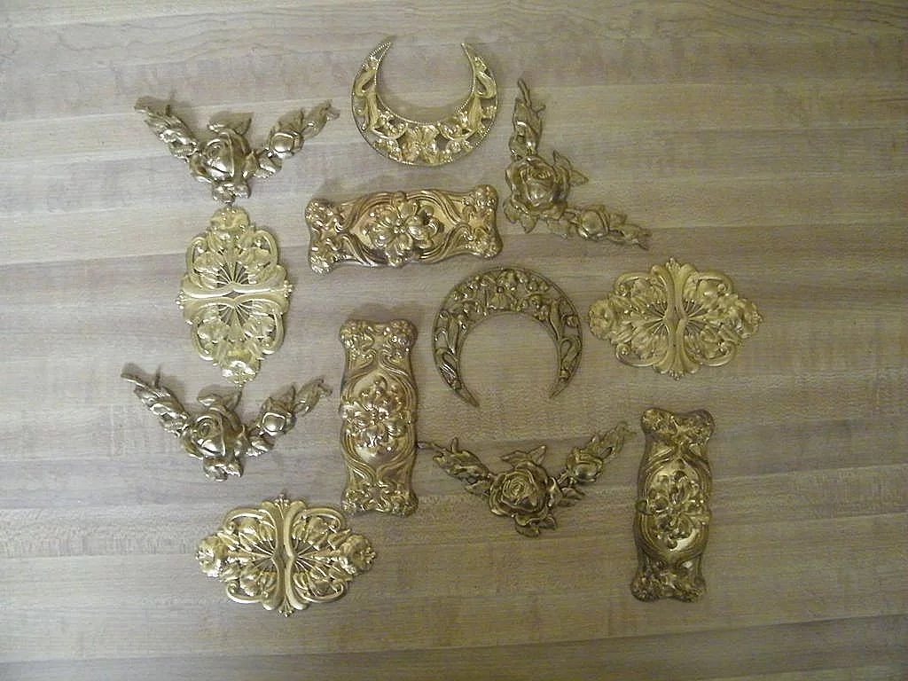 vintage art deco style ormolu embossed brass excellent condition 2 lisa 39 s vintage. Black Bedroom Furniture Sets. Home Design Ideas
