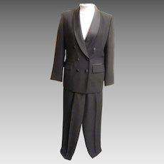 Women's...Tuxedo Pants Suit Suit By Le Suit..Black  Crepe..Satin Shawl Neck & Waistband..Size 6...Excellent Condition!