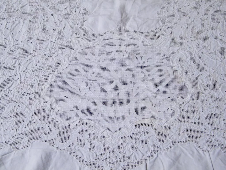 Vintage White Light Weight Linen U0026 Lace Tablecloth..60 X 80 : Lisau0027s  Vintage Treasures | Ruby Lane