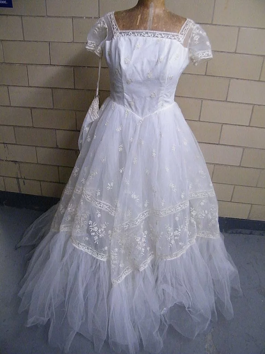 Designer Wedding Gown Of Tulle With Embroidery Multi Layered Square Neck Short Sleeves Matching Glovelets