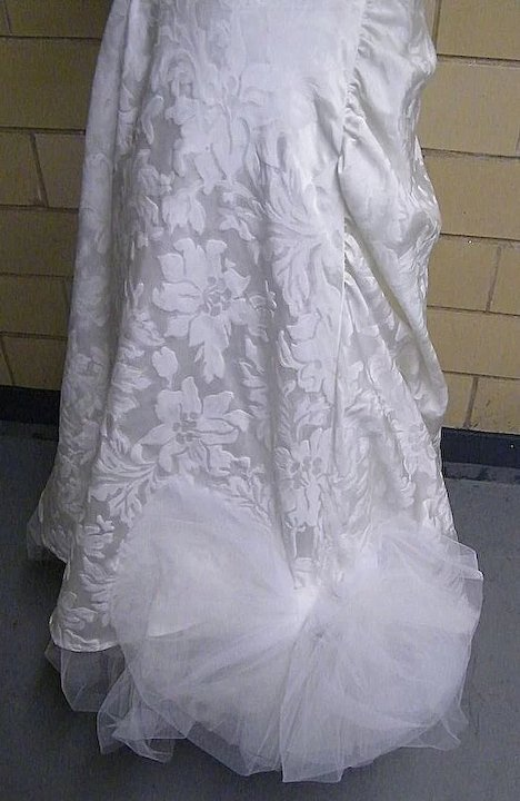 SNOW WHITE Long Brocade Wedding Gown With Tulle Trim..Excellent ...