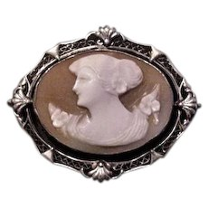 Unusual Horozontal Cameo Pin