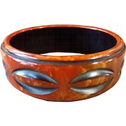 Striking Vintage Bakelite Bracelet Cast Carved Two Color Caramel/Black