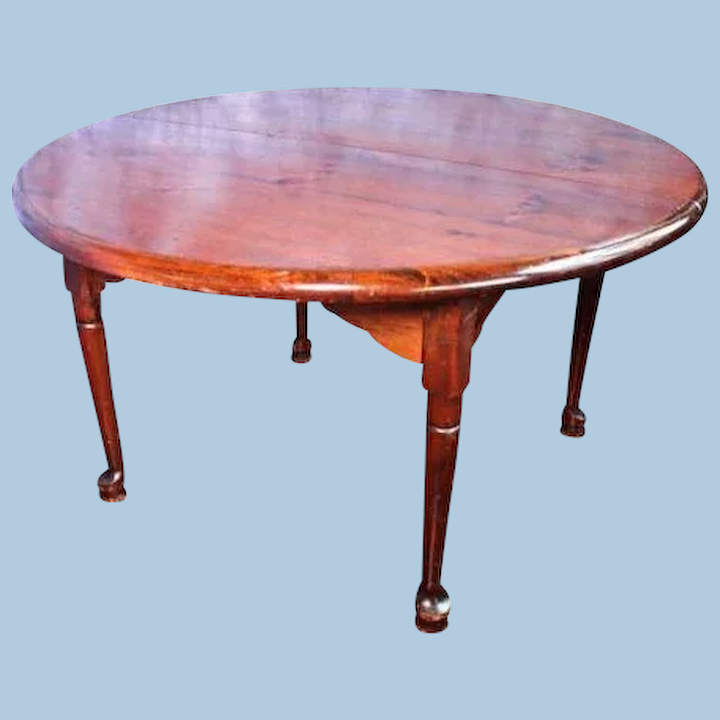 Queen Anne Style Round Dining Table