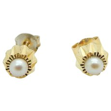 1980's Vintage Solid 14K Yellow Gold 3mm Cultured Pearl Stud Earrings