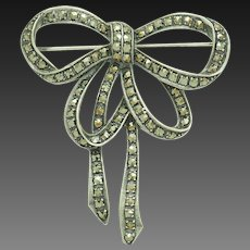 Vintage Sterling Silver/925 Round Marcasite Christmas Ribbon Bow Pin/Brooch; # 6528