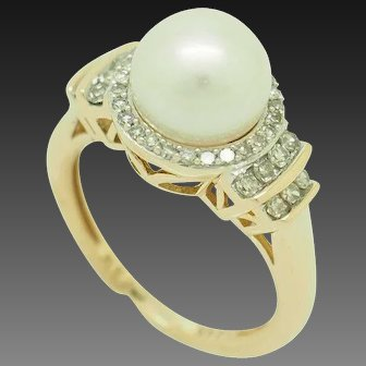 1990's Vintage 14K Yellow Gold 8mm Cultured Pearl w/0.40ctw Round Diamond Accents Cocktail Ring 7