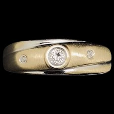 1990's Vintage 14K Two-Tone Gold 0.15ctw G-SI1 Round Cut 3 Stone Diamond Band Ring 6.5