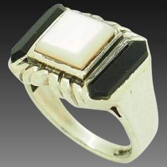 1990's Vintage Sterling Silver/925 Mother of Pearl w/Black Onyx Accents Cocktail Ring 7
