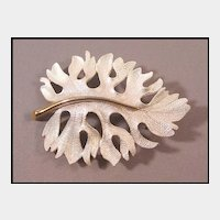 Lovely Pearlized Leaf Pin