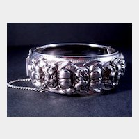 Coro Pegasus Bangle Bracelet Silver-tone with Floral Design