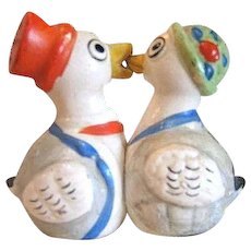 One-piece Kissing Ducks Salt and Pepper Shakers/  Colorful Shakers / Vintage Shakers / Collectible Shakers