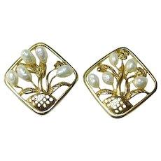 Lovely Gold Tone Basket of Flower Earrings Fresh Water Pearls / Vintage Jewelry / Fashion Jewelry