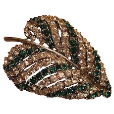 Emerald Green and Clear Rhinestones Art Leaf Pin Brooch / Vintage Jewelry / Fashion Jewelry / Designer Pin