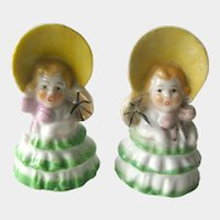 Salt and Pepper Shakers Sunbonnet Girls  / Vintage Kitchenwarer / Figural Shakers / Collectible Shakers