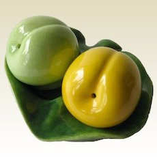 Fruit in Tray Salt and Pepper Shakers / Vintage Kitchenwarer / Figural Shakers / Collectible Shakers