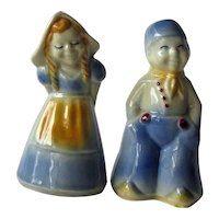 Dutch Couple Salt and Pepper Shakers / Shawnee Shakers / Vintage Kitchenwarer / Figural Shakers / Collectible Shakers