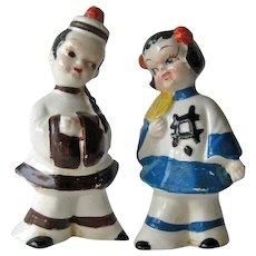 Salt and Pepper Shakers Asian Couple / Vintage Kitchenwarer / Figural Shakers / Collectible Shakers