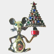Mouse with Christmas Tree Pin - Vintage Christmas Pin - Collectible Jewelry - Adorable Mouse
