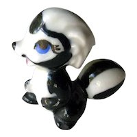 Wade Disney Skunk Figurine / Bambi Flower / Porcelain Figurine