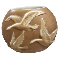 Consolidated Phoenix Glass Sculptured Artware Flying Geese Pillow Vase Brown