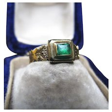 *Envy's Gem* Emerald Paste Ring in 18K Yellow Gold with Shoulder Details