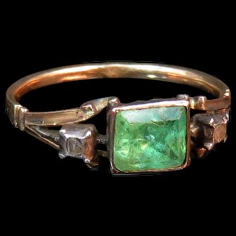 Exceptional Rare All Original Georgian Emerald Ring in 18K Gold circa Mid-1700s