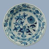 """Antique Meissen Porcelain Blue Onion 5.635"""" Bowl Crossed Swords Mark"""