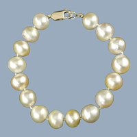 Vintage Hand Knotted 10.5mm and 11mm Cultured Pearl Bracelet with 14kt Yellow Gold Clasp Appraisal Included