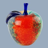Vintage Franco Moretti Murano Art Glass Apple Paperweight with Modigliani Via Condotti Roma Label