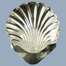 Antique English Sterling Silver Footed Scallop Shell Trinket Dish Stokes and Ireland Chester