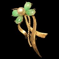 An 10 K Yellow Gold Jadeite and Pearl flower Brooch