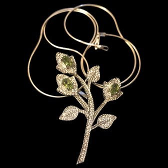 Unique Sterling Silver Green Peridot Flower Pendant & Necklace