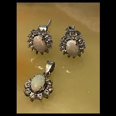Gorgeous Vintage Opal jewelry Sterling Silver Set