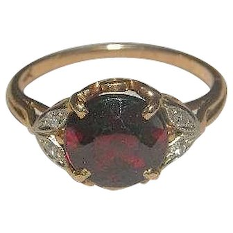 Beautiful Victorian Soret 14k Garnet ring with diamond accents