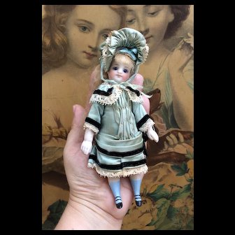 """Fabulous A/O French All Bisque Mignonette with RARE sleep eyes in Original Box. 5.75"""""""