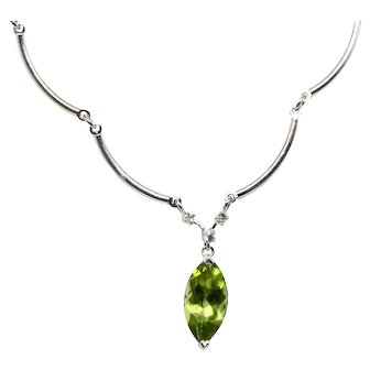 Pear shaped Genuine Peridot necklace 14 White Gold