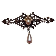 Vintage Brooch in Gold Tone with cultured Pearl Accents
