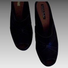 Ladies Lilly L. 9 1/2 M Dark Brown 3 inch Heel Shoes