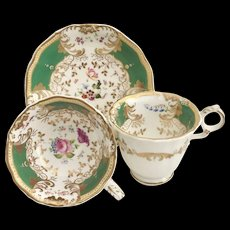 Antique Grainger trio, Gloster-shape green and stunning flowers, 1835-1840