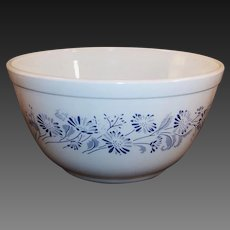 No. # 402 Vintage Pyrex Colonial Mist French Blue Daisy Mixing Bowl