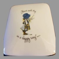Holly Hobbie Porcelain Trinket Box, Start Each Day in a Happy Way 1973 Made in Japan