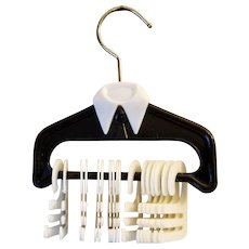 Necktie Rack Shirt Shape with Collar and Tie 17 Movable Hooks