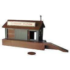 CLYBOURN Train Station by Bachmann Miniature S Scale Model For Railroad Display - Plasticville Railroad Building