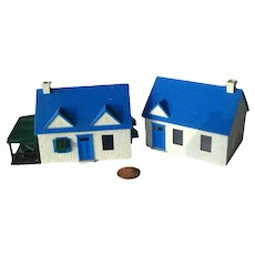 Plasticville HO Scale Cape Cod Houses by Bachmann Trains - Model Railroad Scenery