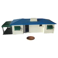 Plasticville Ranch House HO Scale Model Train Scenery  With Attached Patio and Garage