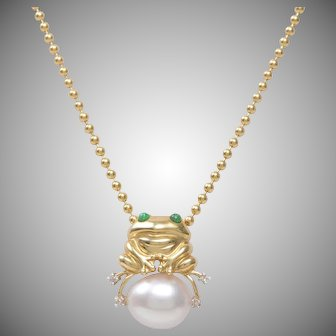 14 KT. Yellow Gold Happy Frog on a Creamy White Cultured Pearl with Emerald Eyes and Diamond Detail