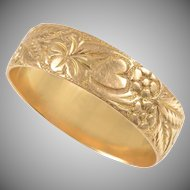 18 KT. Yellow Gold Antique Engraved Band